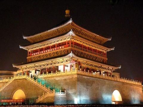 בקרו במגדל הפעמון (Bell Tower, בסינית: 西安钟楼)