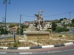 """פסל סולטאן אל-אטרש בחורפיש. צילם"""" ד""""ר אבישי טייכר. פיקיוויקי"""