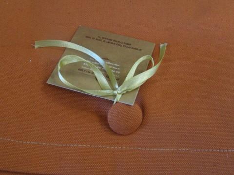 כפתור כעיצוב והשלמת המוצר מחלקת הטקסטיל כפר ורדים