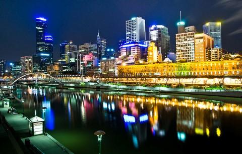 Melbourne,_Australia_by_night (Custom)