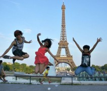 http://www.raileurope.ca/fr/attractions/things-to-do/paris-city-tour-seine-river-cruise-and-eiffel-tower/index.html