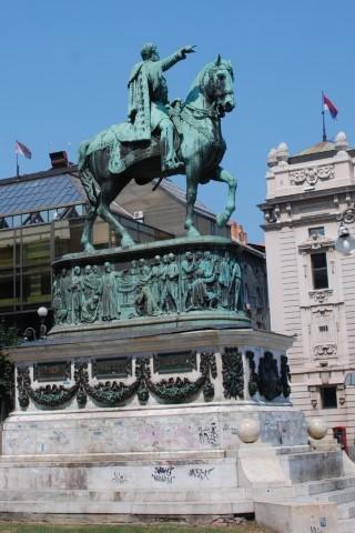 פסלו של מיכאילו אוברנוביץ בכיכר הרפובליקה