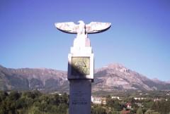 אנדרטה לתחנה של נפוליאון למרגלות סן-בונט
