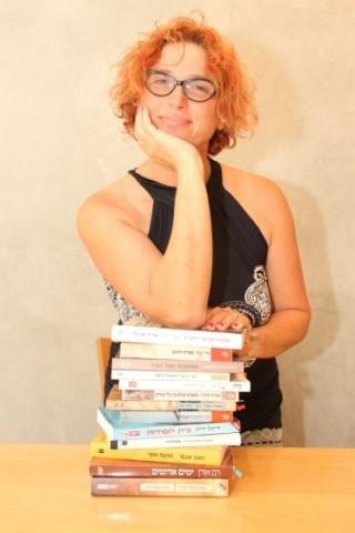 גילה טל -סיורים בשבילי הספרים ובעקבות החושים