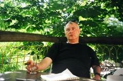 אביטל ענבר- סופר, מתרגם, עתונאי ומבקר מסעדות ישראלי.