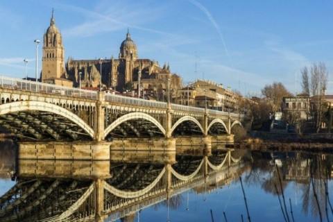 מדריד במחיר חסכוני: יום סיור במדריד ואל אסקוריאל, ויום סיור באווילה וסלמנקה.