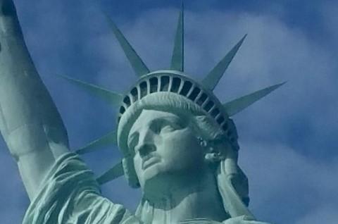 סיור באליס איילנד ופסל החירות. ניו יורק