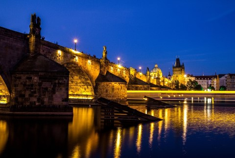סיור לילה בפראג ושייט הכולל ארוחת ערב על נהר הוולטאבה