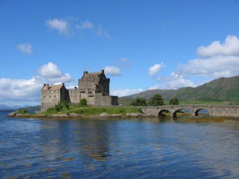 אגמים וטירות של הרמות הסקוטיות המערביות בסיור יום בקבוצות קטנות מאדינבורו