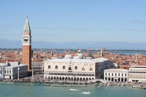 עקיפת תורים ארמון הדוג'ה הגותי ובזיליקת סן מרקו הביזנטית, בוונציה
