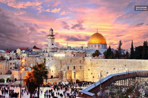מדריכי טיולים, הסעות, כניסה לאטרקציות. בישראל