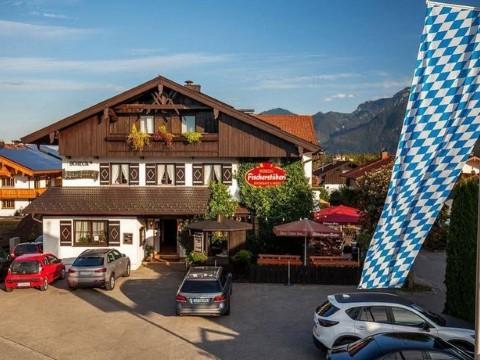 מלון נפלא בסגנון אלפיני ליד אגם חימזה, אוסטריה