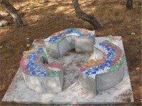 ספסלים ממוחזרי נייר באדיבות פארק קיסריה