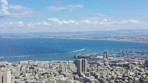 מבט לחיפה ממרפסת מוזיאון מאנה כץ . צילום יאיר בר זוהר