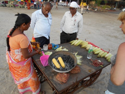 תמונה מס 3 מוכרת התירס על החוף