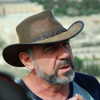 אברהם טובל מדריך טיולים באנגלית ובעברית