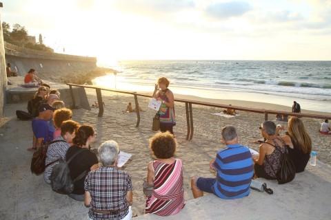 רחש הגלים והשקיעה: גילה בסיור בחוף תל-אביב יפו (צילום: ניר לסמן)