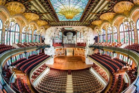 מבט פנים של פאולו דה לה מוזיקה קטלוניה בברצלונה