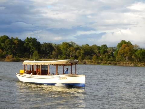 קרוז על נהר הזמבזי