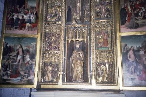 אמנות עתיקה בכנסייה נעולה