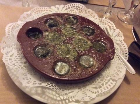 אסקארגו במתכון קלאסי עם הרבה שום, חמאה ופטרוזיליה A&I INBAR) ©)