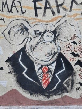 """גרפיטי בוולנסיה - """"חוות החיות"""", ביקורתי, איכותי ופופולארי . עידו ענבר"""