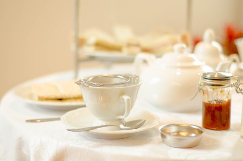 מסיבת תה אנגלית במצפה על הונג-קונג Sky100