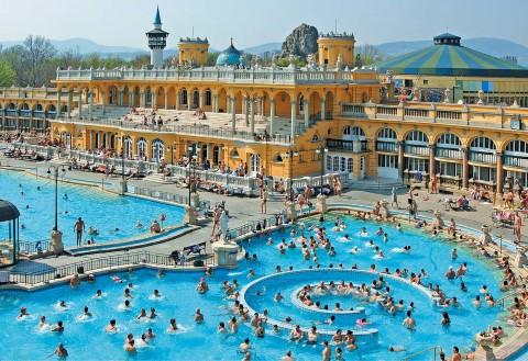 כניסה פרטית לספא סצ'ניי בבודפשט עם אופציה לעיסוי