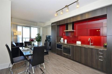 מלון דירות מושלם במרכז טורונטו, שני צעדים ממגדל סי אן