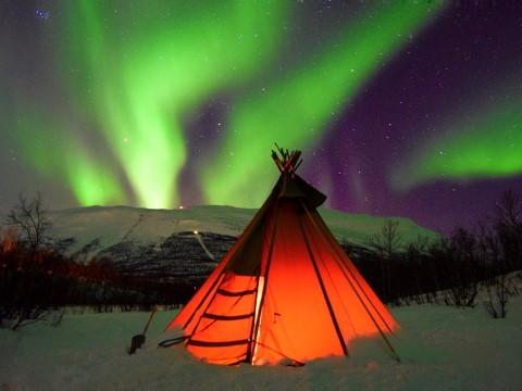 לישון מתחת לאורות הצפון, 9 מלונות מומלצים עם נוף פנטסטי