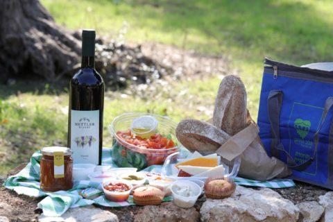 לטייל ולאכול במטה יהודה: קונים סלסילות פיקניק ומקבלים תיק יד עם מפת האתרים באזור