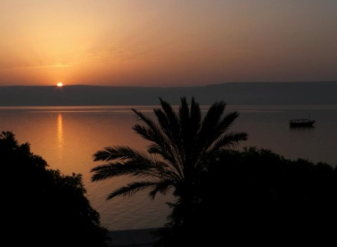 כנרת בשקיעה. מרכז להבה נצרת. מתוך אתר פיקיוויקי. שם הצלם: מוחמד מוסא שהואן